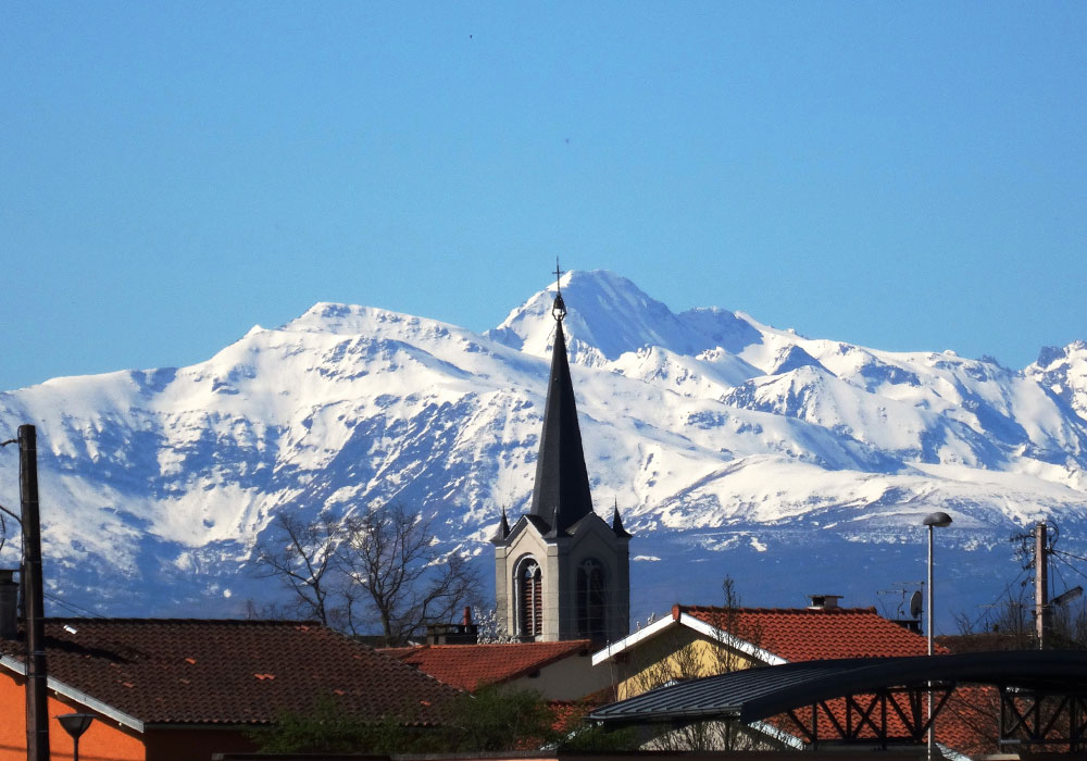 Ville de Séméac - Hautes-Pyrénées - Eglise et place de la Mairie