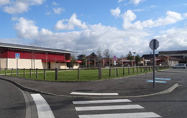 Mairie de Séméac - Pratique - parking espace multisports